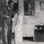 """No """"Hospitalillo"""" o seu estudio de Lalín nos anos trinta. Na parede: """"Meu cuñado Darío"""" de 1938, hoxe depositado no Museo Municipal Quiñones de León, como parte do legado que o artista doou á cidade de Vigo"""
