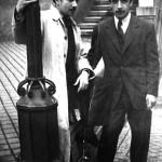 En Vigo co seu amigo, o pintor Mario Granell, nos anos corenta.