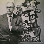 """Laxeiro en 1965, na inauguración da súa exposición na galería Lascaux de Bos Aires, diante da súa obra titulada """"O sabio"""", hoxe propiedade da Universidade de Santiago de Compostela"""