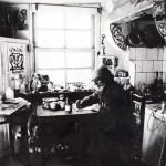 O artista en 1982, no seu estudio de Vigo