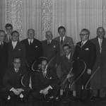 Laxeiro. (o primeiro pola dereita) con Francisco Fernández del Riego, Valentín Paz Andrade, Emilio Álvarez Blázquez, Xaime Isla Couto, Celso Emilio Ferreiro e outros. Ca. 1950