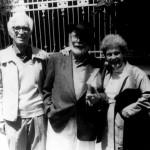 En 1991 cos seus amigos, os escritores Xosé Neira Vilas e Anisia Miranda, na II Mostra Unión Fenosa, A Coruña.