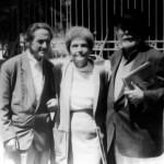 En 1991 con sus amigos el empresario y artista Isaac Díaz Pardo y la escritora Anisia Miranda, en la II Mostra Unión Fenosa, A Coruña