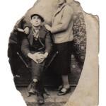 Con una amiga en los años treinta