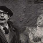 """Delante de su obra """"La dama del abanico"""", conocida también como """"La tía Aurora"""". Una pieza de los años treinta que el artista donó al Museo Nacional de Bellas Artes de Buenos Aires, donde actualmente sigue depositada"""