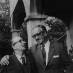 Con su amigo el pintor Urbano Lugrís, en 1965