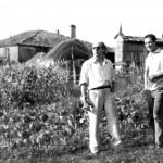 Laxeiro y el pintor Xosé Mª Barreiro en 1965, en Lalín, en la casa materna de Laxeiro