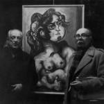 """Con su amigo, el poeta Rafael Alberti en Madrid a finales de los años setenta, posiblemente en la galería Santullano, delante de su obra """"Cuerpo y alma"""", 1978"""