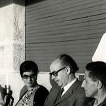 De izquierda a derecha: Luis Seoane; Mari Luz Arias, Laxeiro; Isaac Díaz Pardo y Valentín Paz Andrade ( de pie) en Vigo, en 1975.