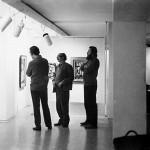 En 1970, con sus amigos los artistas Carlos Alonso y Alfredo Planck, en la retrospectiva que le dedicó la Art Gallery de Buenos Aires